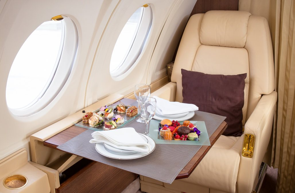 Flying-first-class-is-an-amazing-experience.-Heres-how-to.xx&oh=f00c9d132ce715bbe5439b3d2dc22f5e&oe=5E9837B0.jpeg